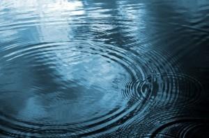 Múltiples ondas sobre un estanque